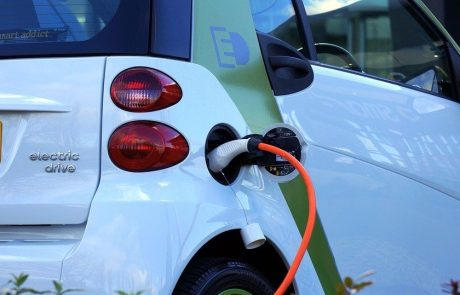 Cheap charges for electric cars as a way to prevent traffic congestions