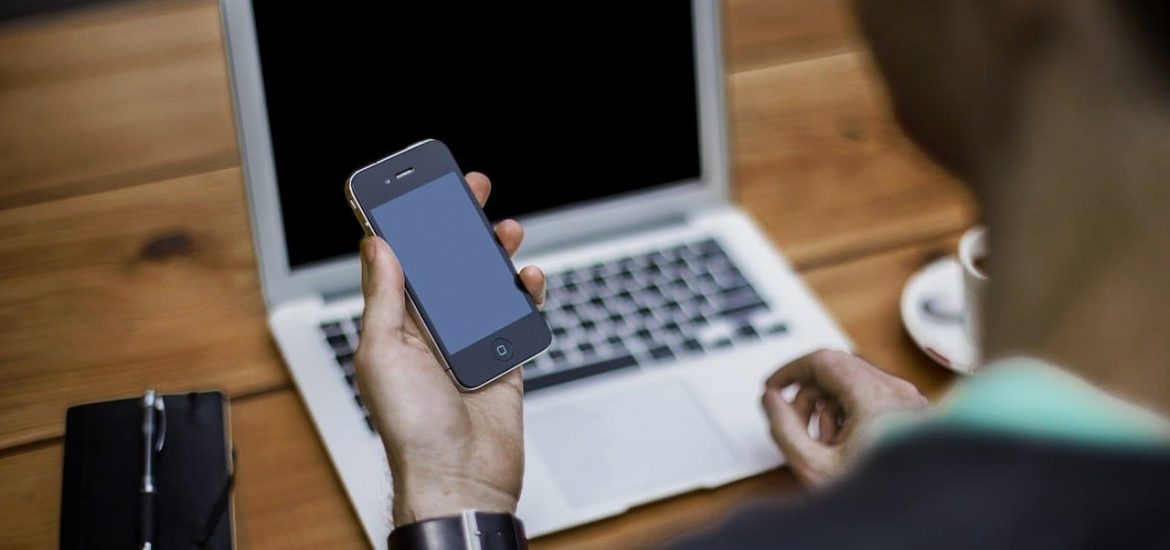 Banning use of smartphones at work only works for easy tasks